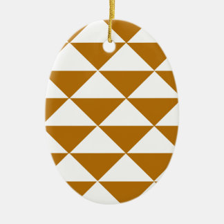 Cacao y triángulos blancos adorno ovalado de cerámica