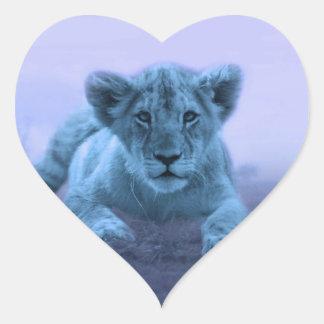 Cachorro de león lindo del bebé pegatina en forma de corazón