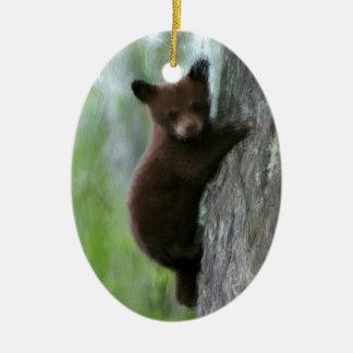Cachorro de oso en árbol adorno navideño ovalado de cerámica