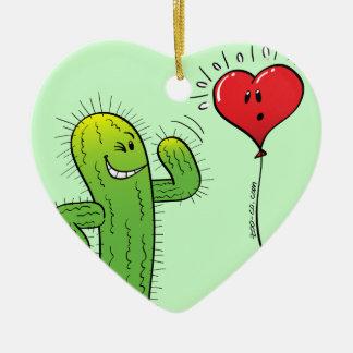 Cactus que liga con un globo del corazón adorno navideño de cerámica en forma de corazón