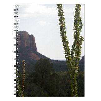 cactus sobre la roca de Bell Libretas Espirales