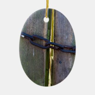 Cadena en la madera adorno navideño ovalado de cerámica