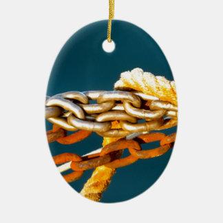 Cadena oxidada adorno navideño ovalado de cerámica