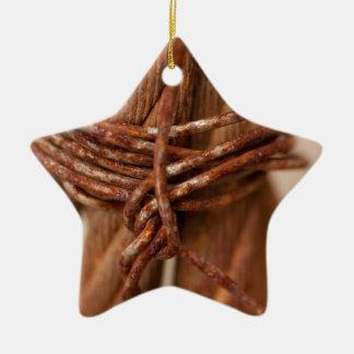 Cadena trenzada con el alambre aherrumbrado adorno navideño de cerámica en forma de estrella
