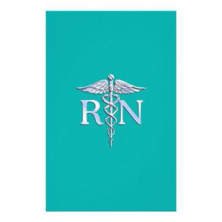 Caduceo del RN de la enfermera registradoa en la Folleto 14 X 21,6 Cm