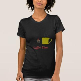 Café de la camiseta y torta de la taza