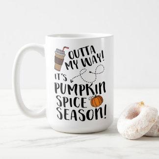 Café divertido del otoño de la estación de la taza de café
