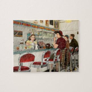 Café - la lugar frecuentada local 1941 puzzle