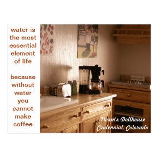 Café miniatura de la mañana postal