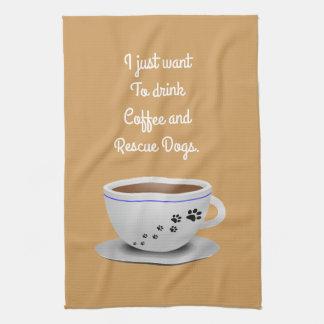 Café y toalla de cocina de los perros