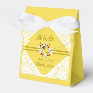 Caja amarilla del favor de la tienda del boda con