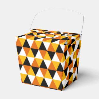 Caja anaranjada y negra del favor del modelo del