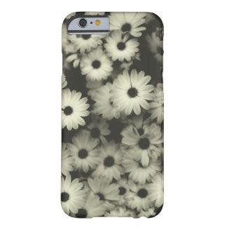 Caja blanco y negro de las flores funda barely there iPhone 6