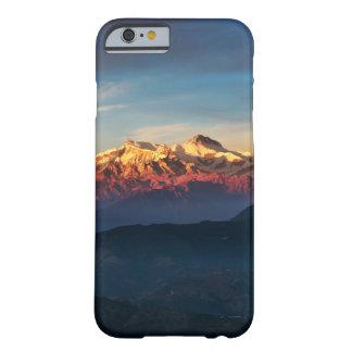 Caja con clase del teléfono de las montañas de la funda barely there iPhone 6