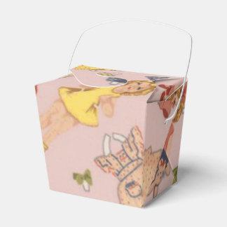 caja de papel del favor de la muñeca