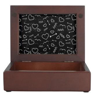 Caja De Recuerdos Corazón y flecha blancos y negros del amor de las