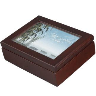Caja De Recuerdos Guijarros verdes de la naturaleza - 3D rinden