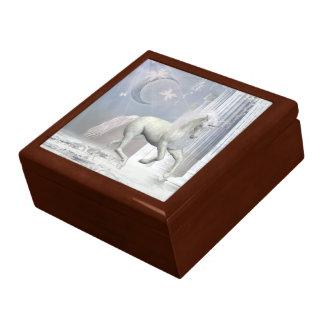 caja de regalo blanca del unicornio