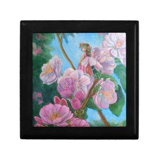 Caja De Regalo Hada entre las flores de cerezo