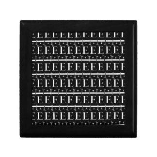 Caja De Regalo Modelo inicial del monograma, letra E en blanco