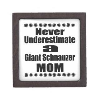 Caja De Regalo Nunca subestime a la mamá del Schnauzer gigante