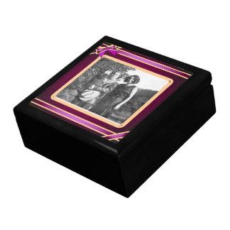Caja de regalo púrpura de la plantilla de la foto