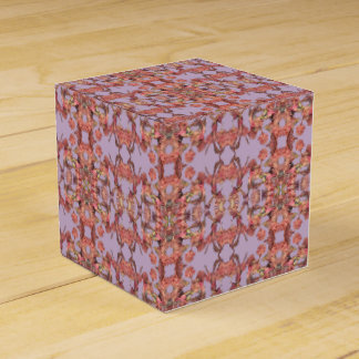 caja de regalo rosada de los pétalos de la flor
