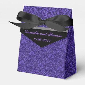 Caja negra gris floral púrpura del favor del boda