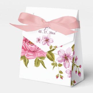 Caja Para Regalos Flores en colores pastel rosadas botánicas