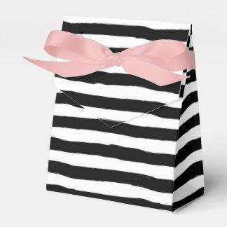 Caja Para Regalos Modelo torcido blanco y negro de la raya
