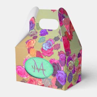 Caja Para Regalos Rosas rosados y violetas en un modelo al azar