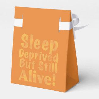 Caja Para Regalos Sueño privado pero aún vivo en amarillo