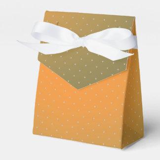 Caja para regalos tono tostado lunares blancos