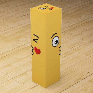 Caja Para Vino Cara que lanza un beso