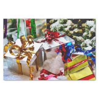 Cajas de regalo brillantes con la cinta papel de seda