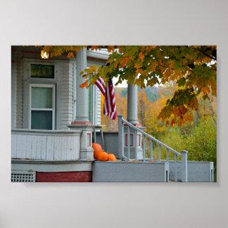 Calabazas en un pórtico de Vermont en otoño Póster