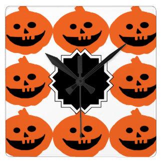 Calabazas lindas de Halloween Reloj Cuadrado