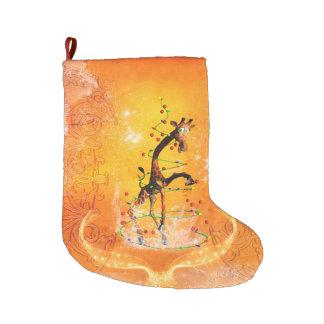 Calcetín Navideño Grande Jirafa linda del dibujo animado con el árbol de