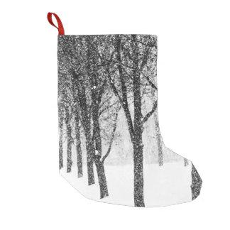 Calcetín Navideño Pequeño como echo a un lado con los árboles