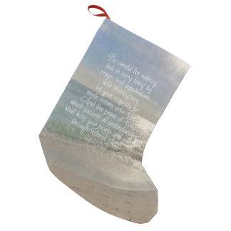 Calcetín Navideño Pequeño Cristiano de la playa del verso de la biblia de la