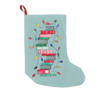 Calcetín Navideño Pequeño Pila de libro festiva - fondo verde