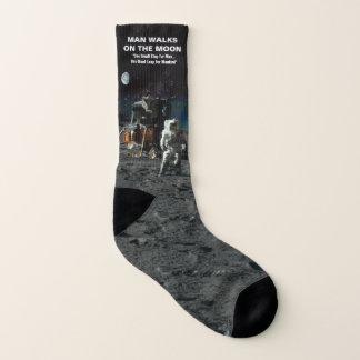 Calcetines El hombre camina en el astronauta de la luna en