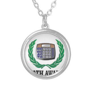 calculadora del premio de la matemáticas collar plateado