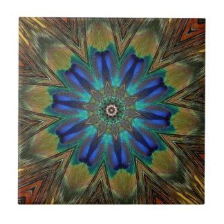 Caleidoscopio de la mandala de la pluma del pavo azulejo cuadrado pequeño