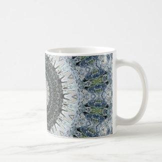 Caleidoscopio de plata y verde de la mandala de la taza de café