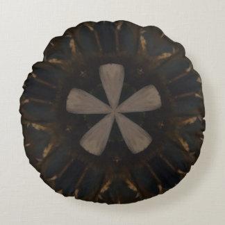 Caleidoscopio floral rústico oscuro de Brown Cojín Redondo