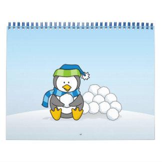 Calendario Pequeño pingüino que se sienta con las bolas de