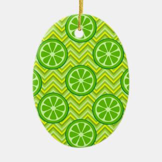 Cales brillantes de la fruta cítrica del verano en adorno ovalado de cerámica