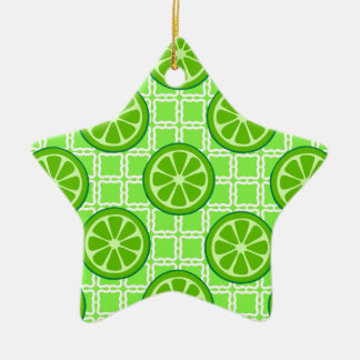 Cales brillantes de la fruta cítrica del verano en adorno de cerámica en forma de estrella