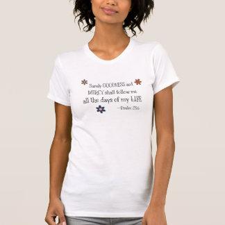 Calidad y misericordia - 23:6 del salmo (blanco) camisetas